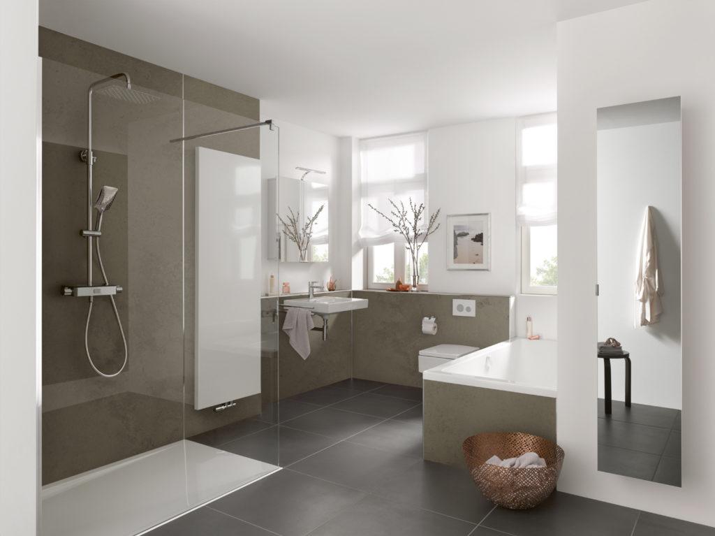 Badezimmer in Sandstein Terrabraun